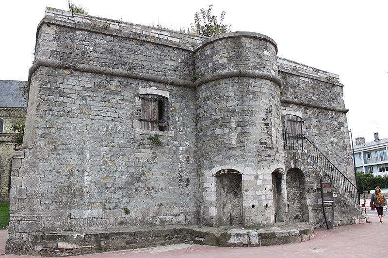 Photo du Monument Historique Citerne de l'église Notre-Dame situé à Calais