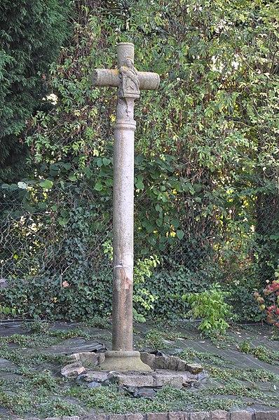 Photo du Monument Historique Croix de grès situé à Divion