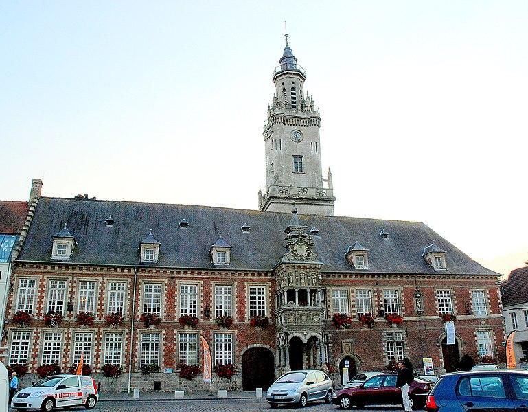 Photo du Monument Historique Hôtel de ville situé à Hesdin