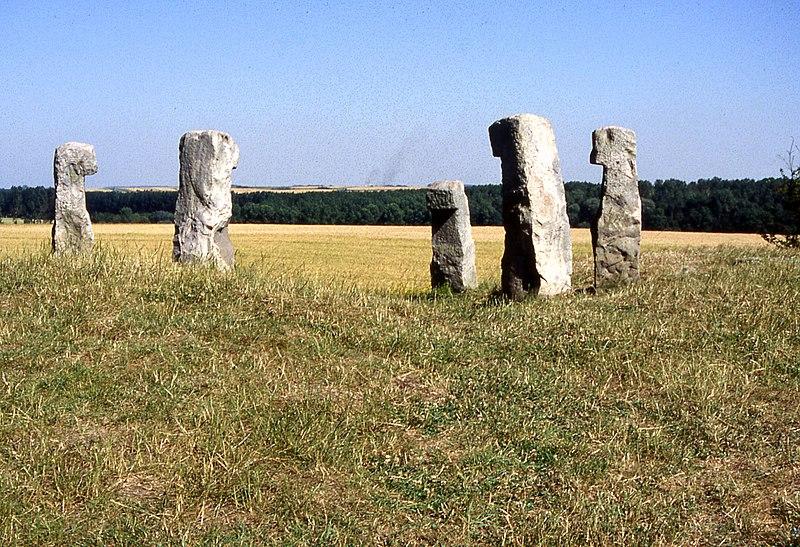 Photo du Monument Historique Cromlech, dénommé les Bonnettes situé à Sailly-en-Ostrevent