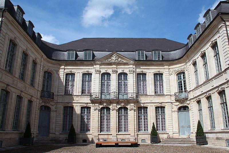 Photo du Monument Historique Hôtel Sandelin, actuellement musée situé à Saint-Omer