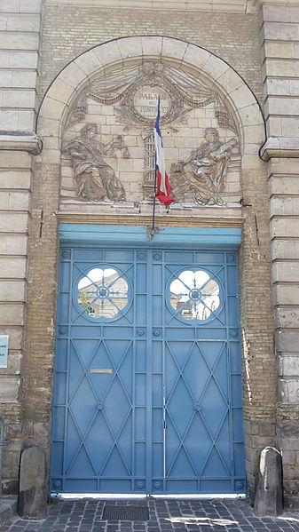 Photo du Monument Historique Ancien évêché ou palais épiscopal, actuellement palais de justice situé à Saint-Omer