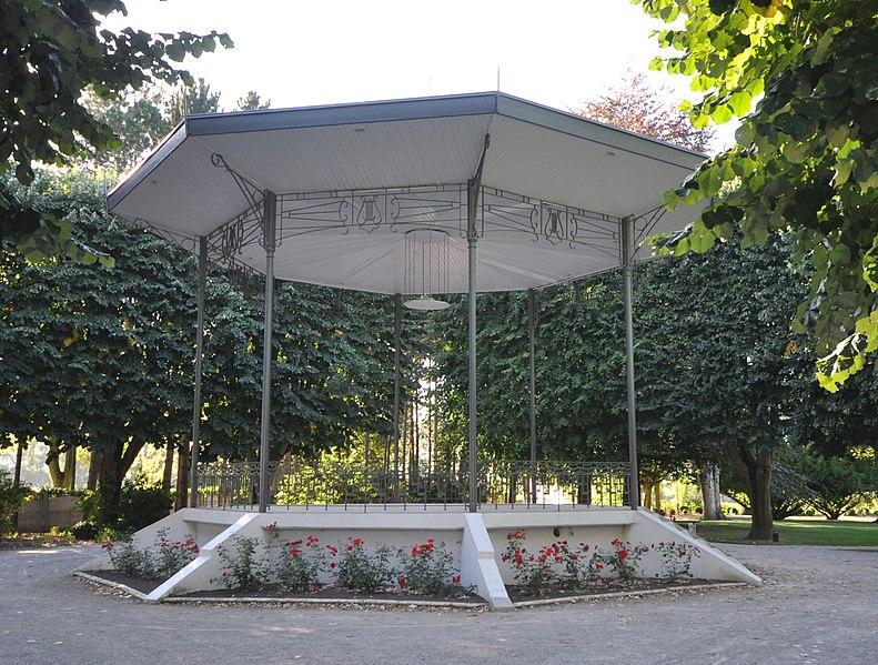 Photo du Monument Historique Stade-parc et école de natation situé à Bruay-la-Buissière