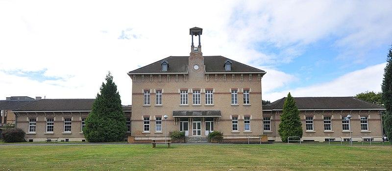 Photo du Monument Historique Ancienne clinique-maternité Sainte-Barbe ou des Marronniers de la compagnie des mines de Béthune (aujourd'hui centre de psychothérapie et psychogériatrie Les Marronniers) situé à Bully-les-Mines