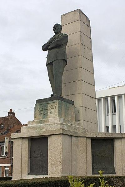 Photo du Monument Historique Monument à Emile Basly, situé au croisement de l'avenue Alfred-Maës (RD 38 d'Acq à Lens) avec la rue Albert-Camus (RN 25 du Havre à Lille) situé à Lens