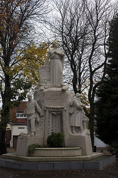 Photo du Monument Historique Monument aux morts de la première guerre mondiale situé à Lens