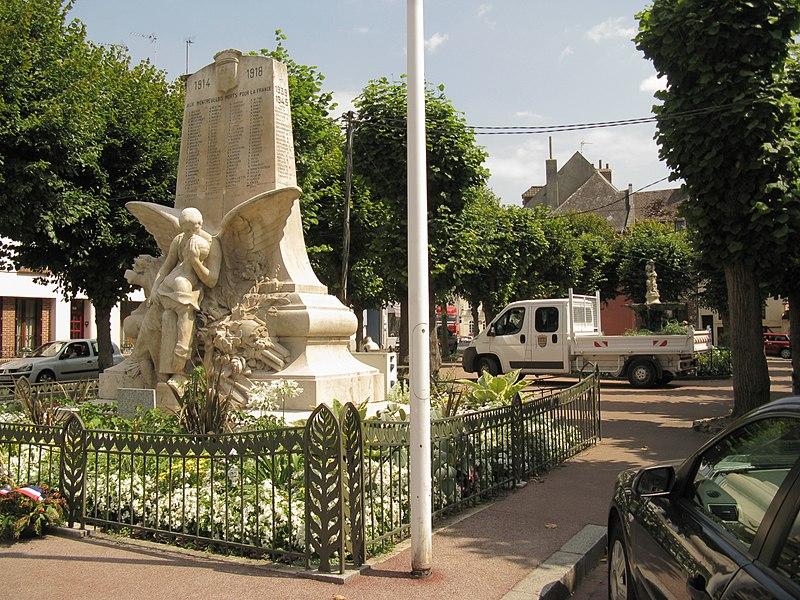 Photo du Monument Historique Monument aux morts de la Première Guerre Mondiale situé à Montreuil