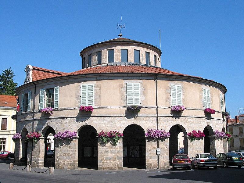 Photo du Monument Historique Hôtel de ville situé à Ambert