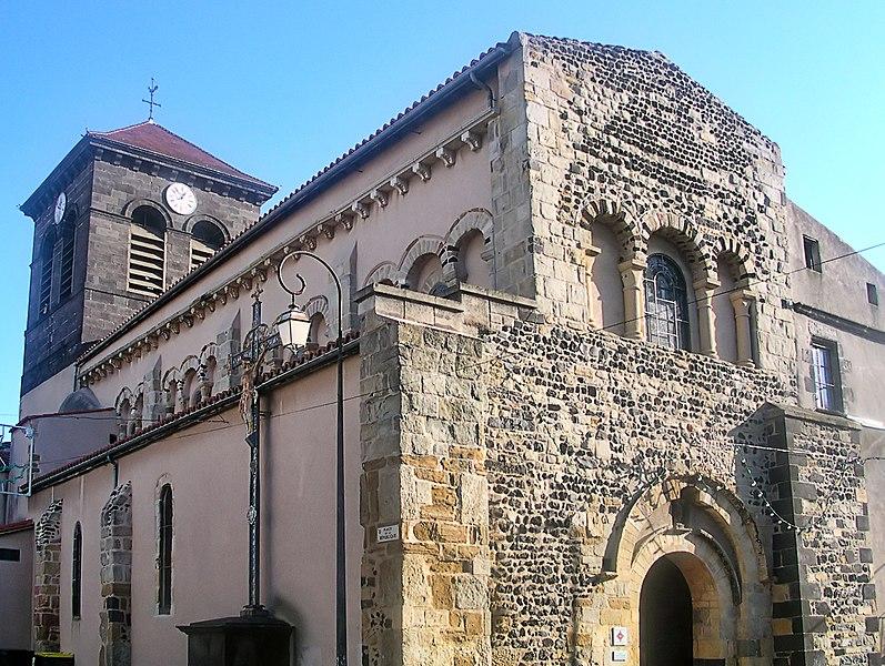 Photo du Monument Historique Ancienne abbaye bénédictine Saint-Pierre situé à Beaumont