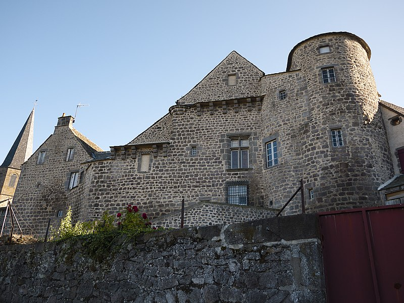 Photo du Monument Historique Ancien château du Bailli situé à Besse-et-Saint-Anastaise