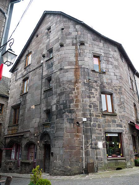 Photo du Monument Historique Maison des Boucheries situé à Besse-et-Saint-Anastaise