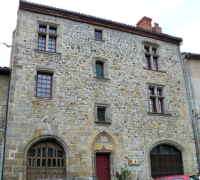Photo du Monument Historique Maison dite du chapitre situé à Billom