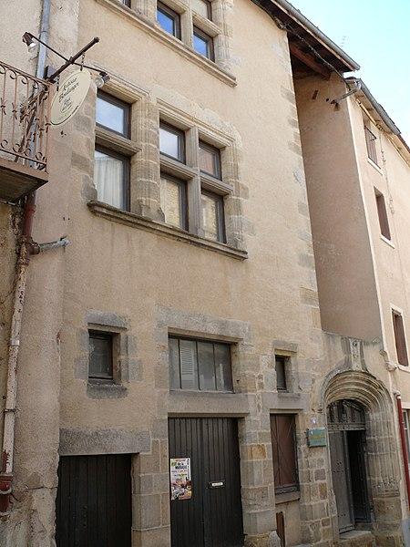 Photo du Monument Historique Maison des Echevins situé à Billom