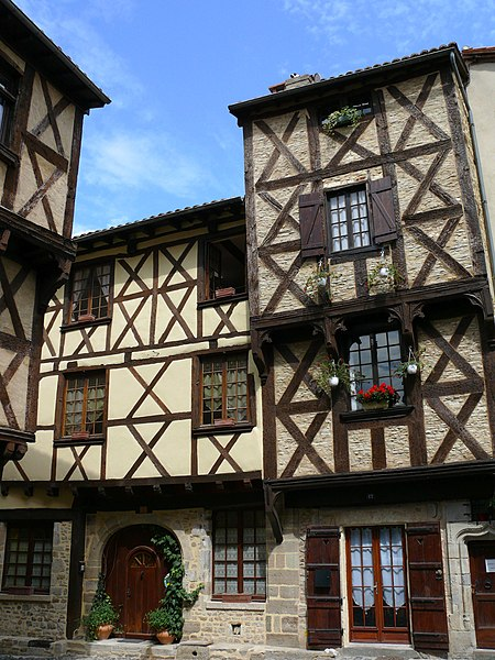 Photo du Monument Historique Maison à pans de bois situé à Billom