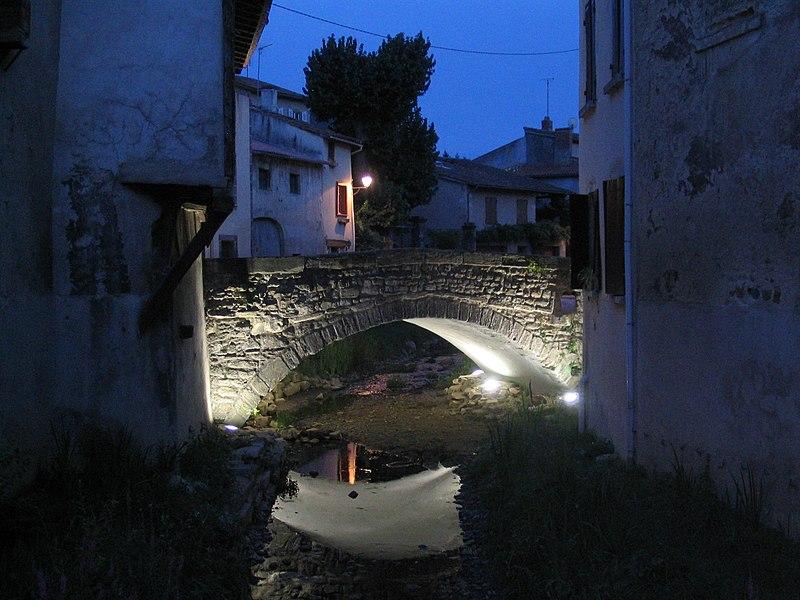 Photo du Monument Historique Mesure publique, maison du Poids public et pont situé à Billom