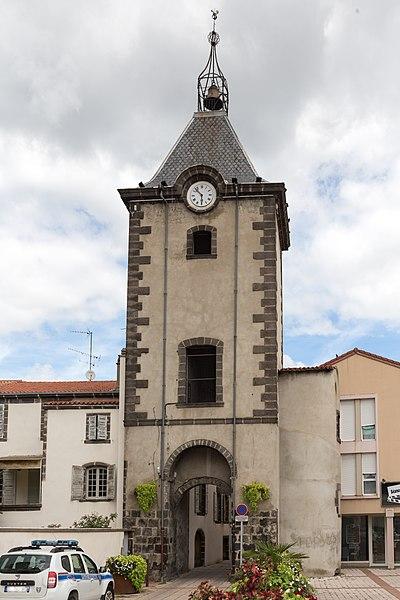 Photo du Monument Historique Tour de l'Horloge (ou beffroi) situé à Cébazat
