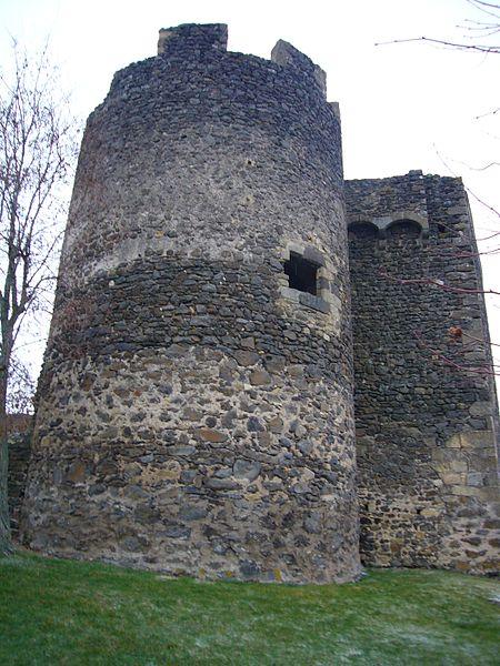 Photo du Monument Historique Château fort de Chalus situé à Chalus