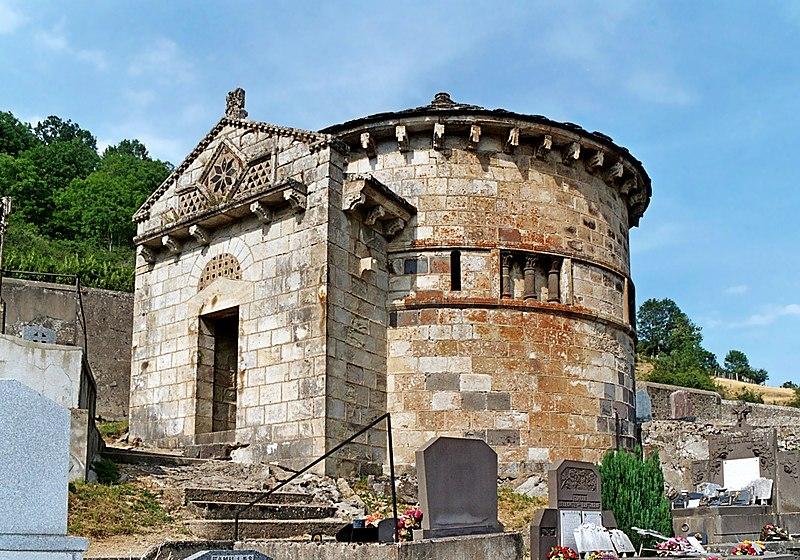 Photo du Monument Historique Monument sépulcral situé à Chambon-sur-Lac