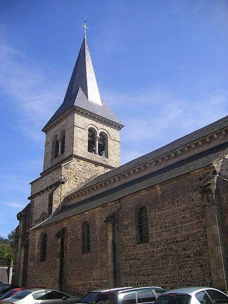 Photo du Monument Historique Eglise Sainte-Croix situé à Champeix
