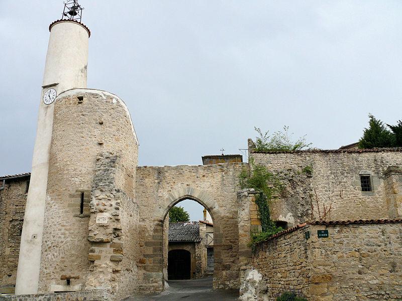 Photo du Monument Historique Ancienne porte fortifiée situé à Chas