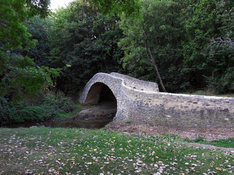 Photo du Monument Historique Pont sur la Morge dit Pont Romain situé à Le Cheix