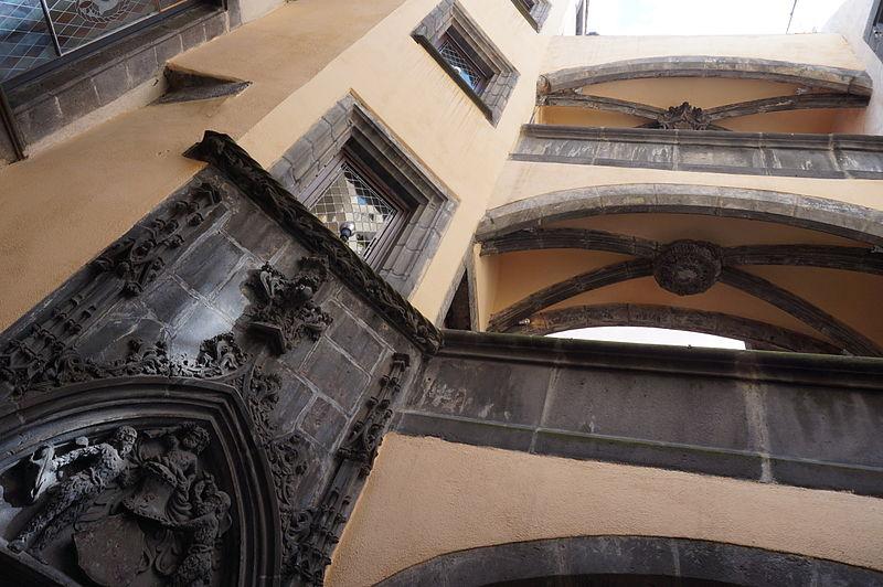 Photo du Monument Historique Hôtel Savaron situé à Clermont-Ferrand