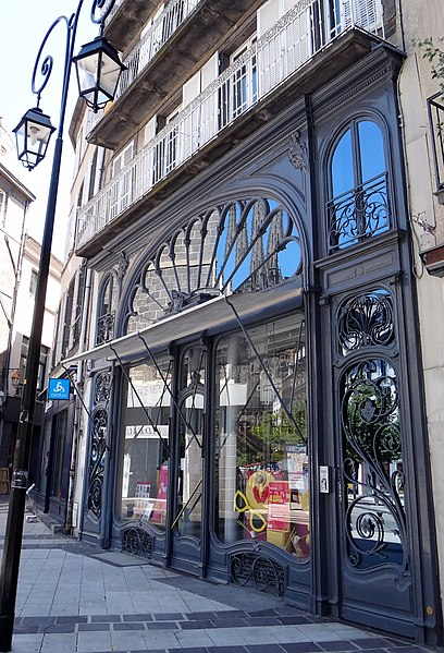 Photo du Monument Historique Pharmacie situé à Clermont-Ferrand
