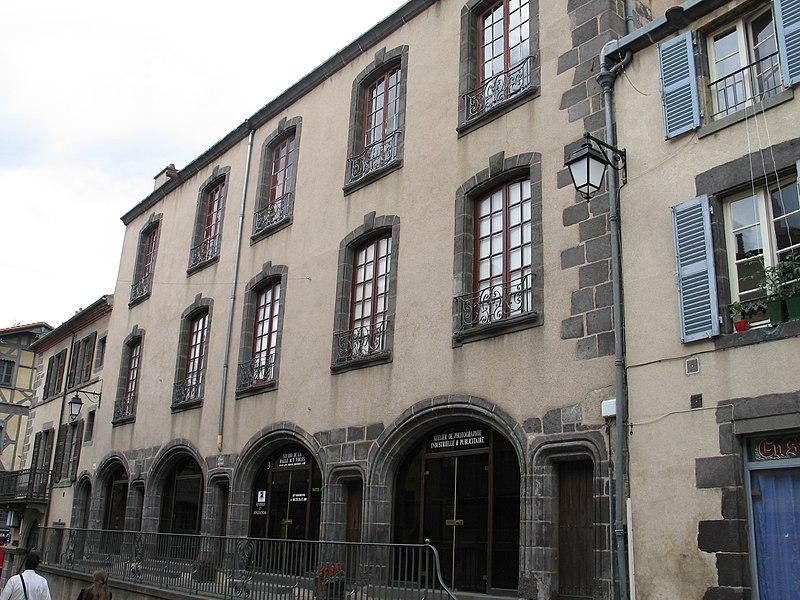 Photo du Monument Historique Ancienne halle aux toiles, à Montferrand situé à Clermont-Ferrand