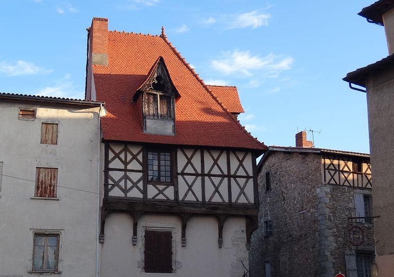 Photo du Monument Historique Maison situé à Courpière