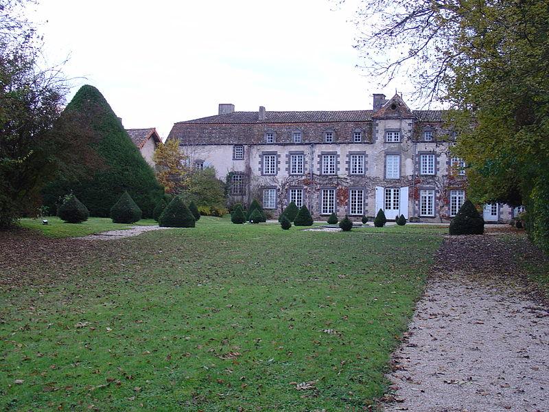 Photo du Monument Historique Château de Davayat situé à Davayat