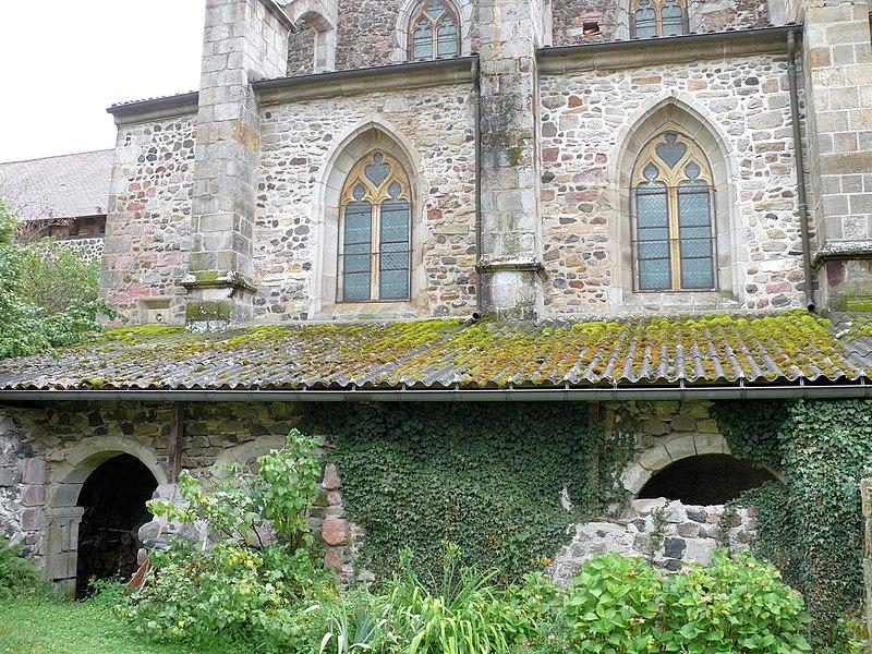 Photo du Monument Historique Ancienne abbaye Saint-Sébastien (vestiges du cloître) situé à Manglieu