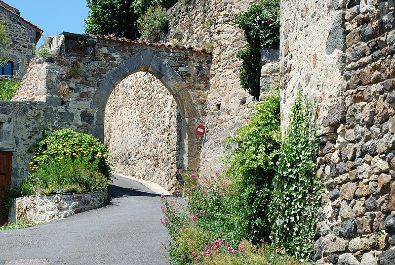 Photo du Monument Historique Porte de la ville situé à Montaigut-le-Blanc