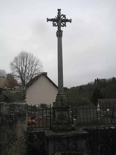 Photo du Monument Historique Croix de cimetière en pierre situé à Montfermy