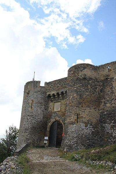 Photo du Monument Historique Ensemble des ruines du château fort situé à Montmorin