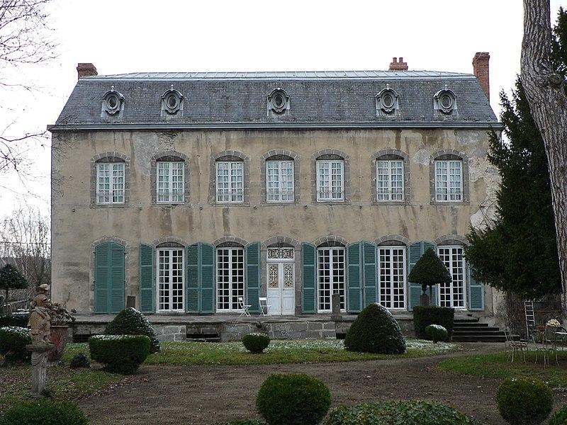 Photo du Monument Historique Château des Tours-Portabéraud, dit Folie Mercier situé à Mozac