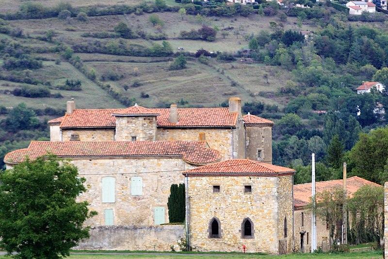 Photo du Monument Historique Château de Beaurecueil situé à Nonette