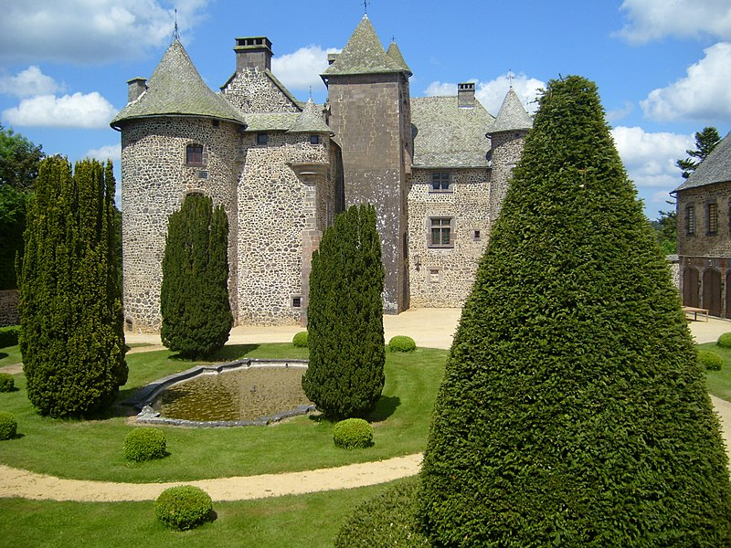 Photo du Monument Historique Château de Cordès situé à Orcival