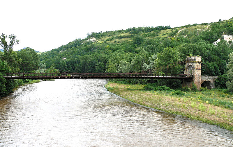Photo du Monument Historique Pont suspendu sur l'Allier situé à Parentignat