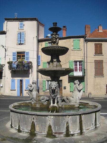 Photo du Monument Historique Fontaine des lions situé à Plauzat