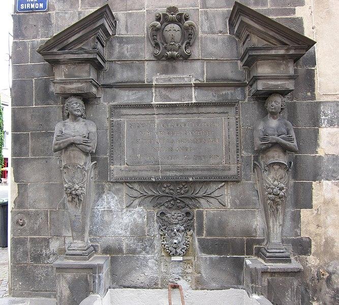 Photo du Monument Historique Fontaine dite d'Adam et Eve situé à Riom