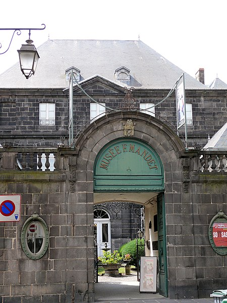 Photo du Monument Historique Hôtel du Fraisse du Cheix (musée Mandet) situé à Riom