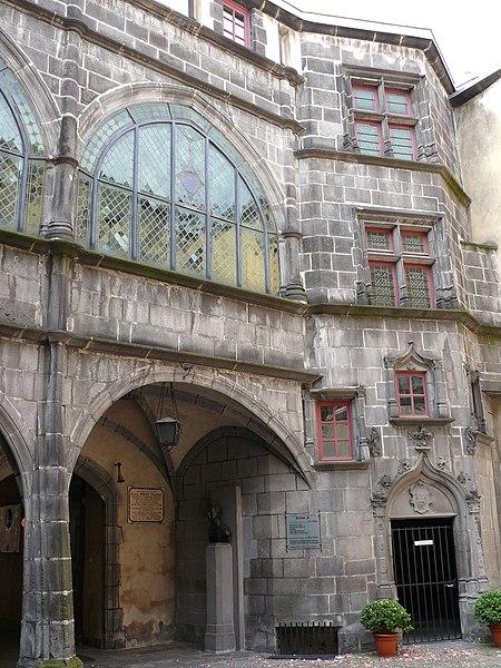 Photo du Monument Historique Hôtel de ville situé à Riom