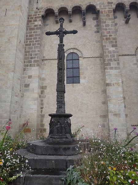Photo du Monument Historique Croix sur la place de l'église situé à Royat