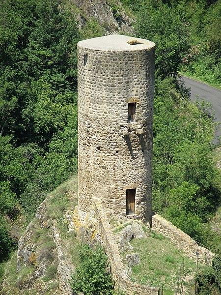 Photo du Monument Historique Immeuble dit château de Saint-Floret ou Vieux Château situé à Saint-Floret