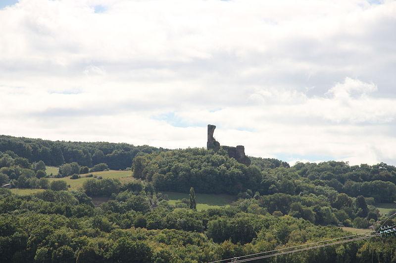 Photo du Monument Historique Restes du Château fort de Coppel situé à Saint-Julien-de-Coppel