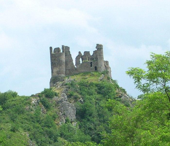 Photo du Monument Historique Ruines du Château fort de Blot-le-Rocher, dit Château Rocher situé à Saint-Rémy-de-Blot