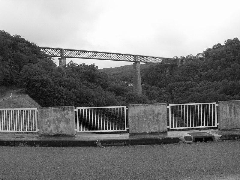 Photo du Monument Historique Viaduc des Fades situé à Sauret-Besserve