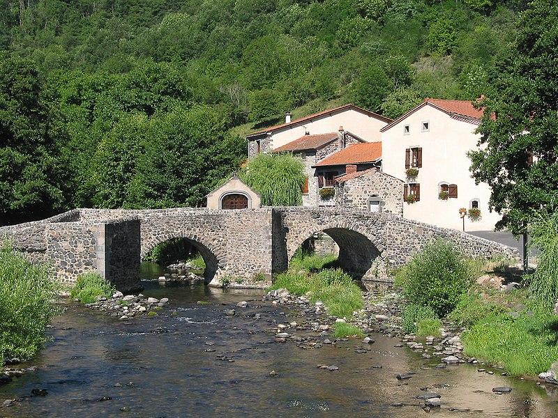 Photo du Monument Historique Pont du 15e siècle situé à Saurier