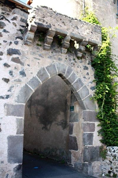 Photo du Monument Historique Porte de la Ville situé à Saurier