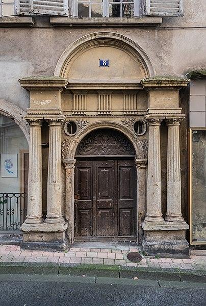 Photo du Monument Historique Maison de Lauzun situé à Thiers